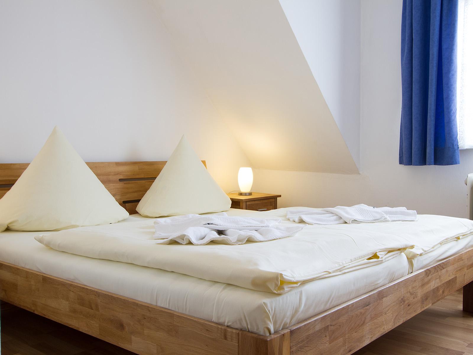 Startseite - Pension Zum Edlen Hirschen mit Gästehaus